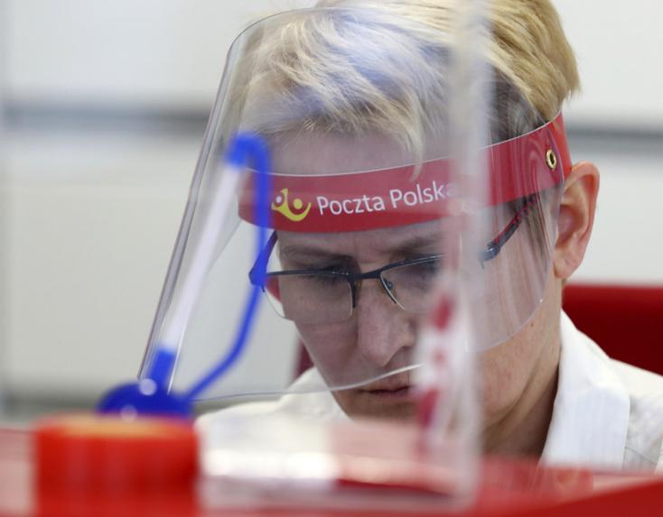 Tovább enyhítenek a járványintézkedéseken Lengyelországban