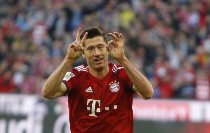 Bundesliga: Lewandowski 500. gólját lőtte