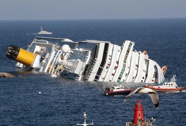 Felborult egy bevándorlókkalteli hajó, heten meghaltak