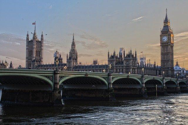 Megkezdődött a parlamenti választás az Egyesült Királyságban