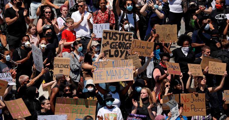 Tízezrek tüntettek Londonban is George Floyd halála miatt
