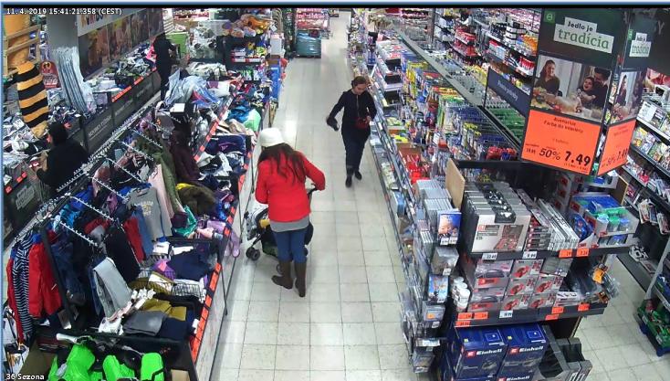 Ez a nő fújta meg egy vásárló övtáskáját a szerdahelyi Kauflandban!