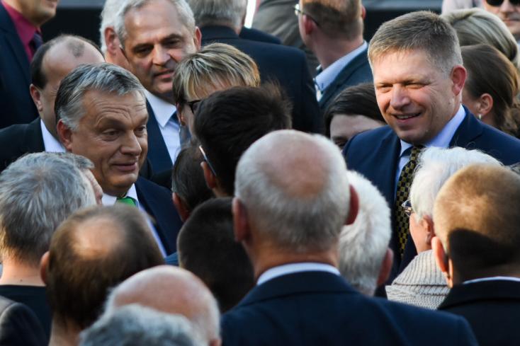 Fico Bugár Bélát méltatta Orbán előtt az új komáromi híd tövében