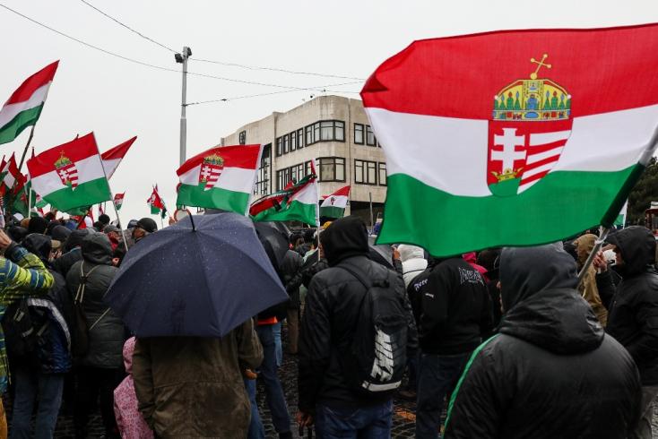 Zengett a magyar himnusz Pozsonyban, Danko találkozóra hívta a tüntetés szervezőit