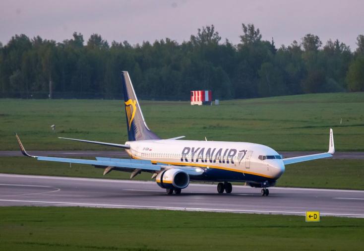 Állami terrorizmus kimaxolva: már majdnem leszállt az Athénból Litvániába tartó Ryanair, amikor a fehérorosz diktátor vadászgéppel eltéríttette a repülőt
