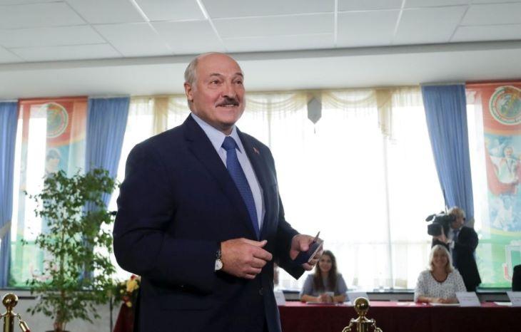 Fehérorosz elnökválasztás - A hivatalos exit poll szerint Lukasenka simán győz