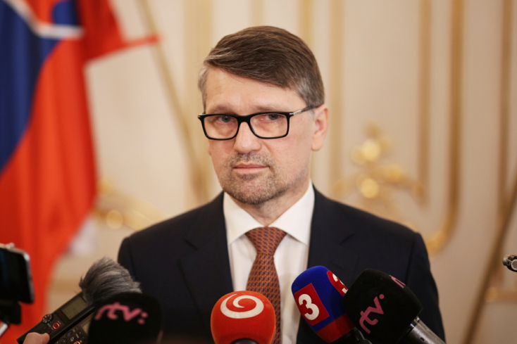 Fico egyik legrégebbi minisztere távozott a kormányból