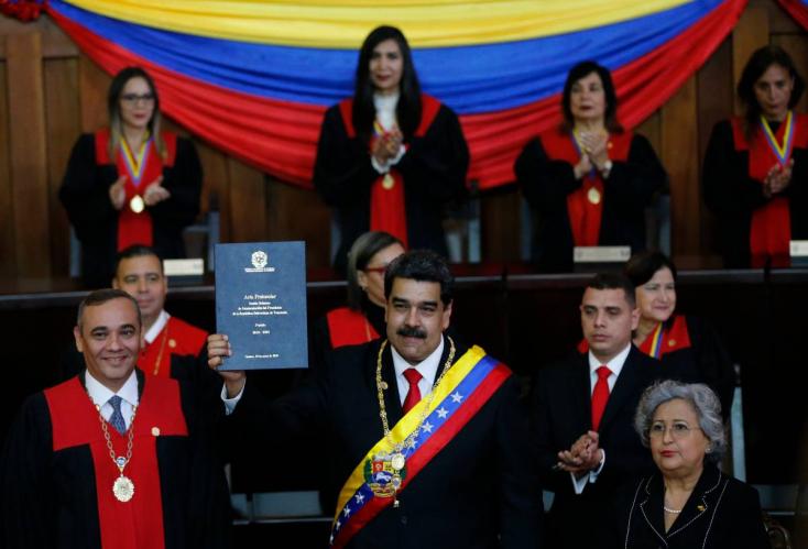 """""""Életemre esküszöm, hogy megteremtem a 21. század szocializmusát"""" - beiktatták Madurót Venezuelában"""