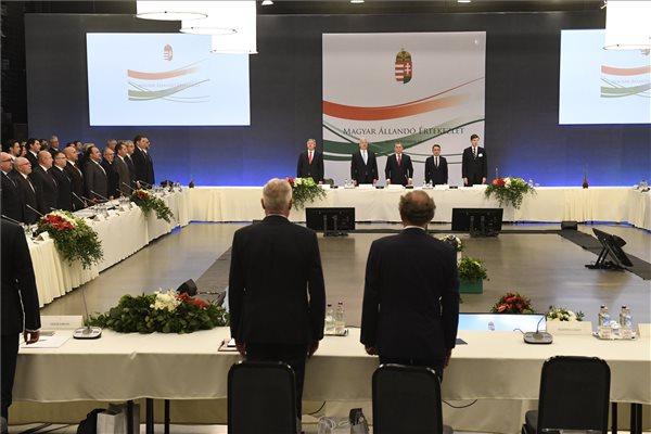 MÁÉRT: Orbán szerint összefoltozták a nemzet szanaszét hasogatott szövetét
