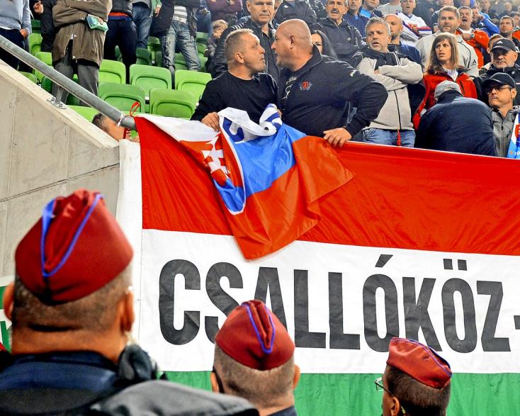 Hős lett a szlovák falu polgármesteréből, aki megvédte szlovák zászlaját a csallóközi magyarral szemben