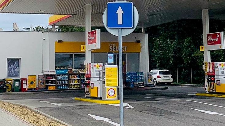 Operátor és benzinkutas segítségével szült egy asszony a szlovákiai benzinkúton