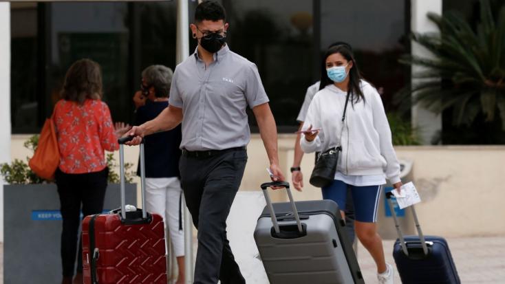 Málta mégsem zárja le határait a be nem oltott turisták előtt, de karanténba kell vonulniuk