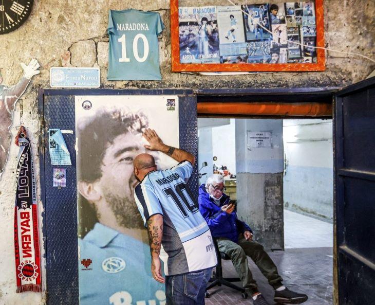 Diego Maradonáról nevezhetik el a nápolyi stadiont
