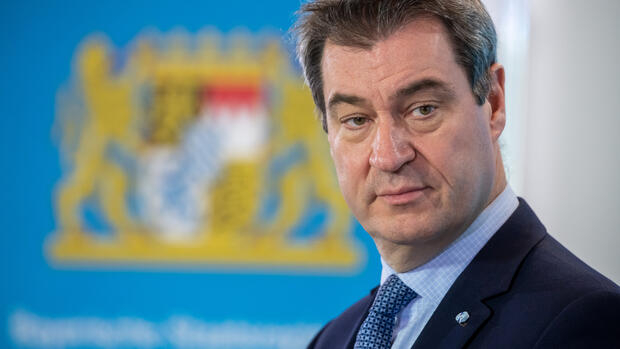 A bajor CSU elnöke nem teketóriázna, kizárná a Fideszt az EPP-ből