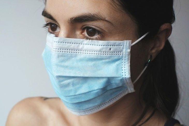 Izraelben már zárt térben sem kell maszkot viselni