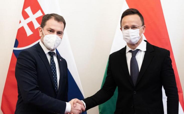 """Igor Matovič Magyarországon is elmondta: """"Ne féljenek, jó lesz"""", és kérte, hogy vizsgálják be az orosz Szputnyik V-t"""