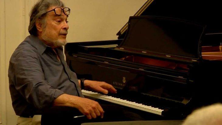 Elhunyt Leon Fleisher, az évtizedeken át csak bal kezével játszó amerikai zongorista
