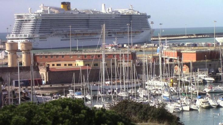 Hétezren rekedtek egy tengerjáró hajón Olaszországban a koronavírus miatt
