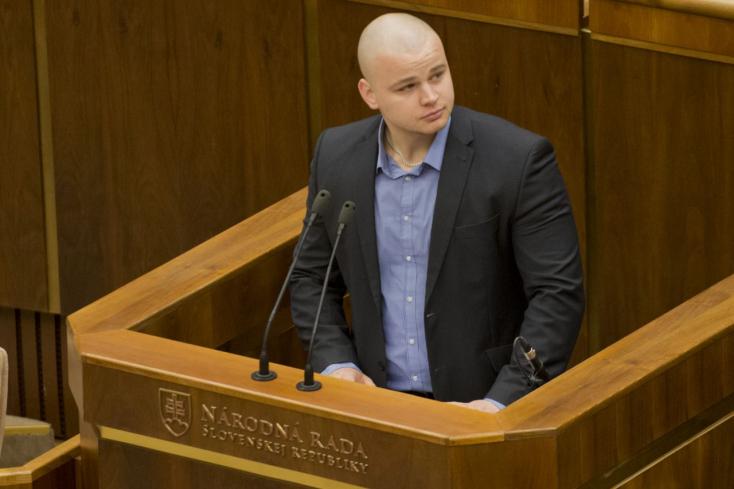 Kotlebáék kihajították parlamenti képviselőjük apját az ĽSNS-ből