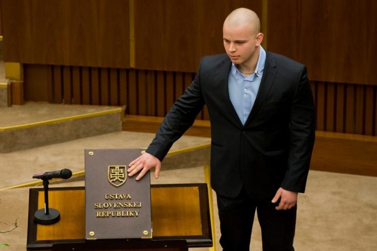 Még nem fizetett a rasszista hablatyolása miatt, de Mazurek megkapja a felszólítást