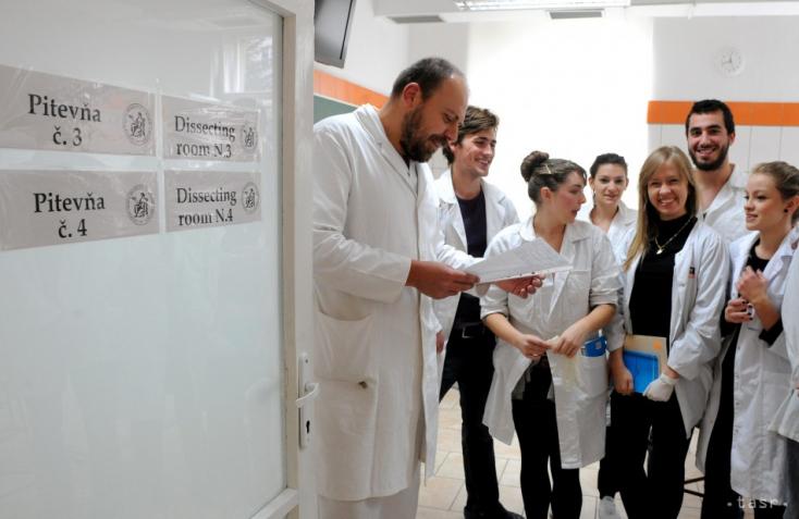 6,18 százalékkal nőtt a kórházi orvosok és specialisták alapbére januártól