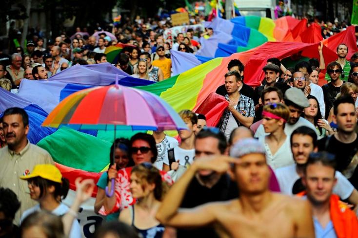 Sátánizmussal bővült a meleg-párti ideológia a prágai érsek szerint