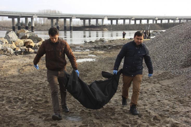 Egy török tanárnő és gyermekei vesztették életüket a felborult menekültcsónakban