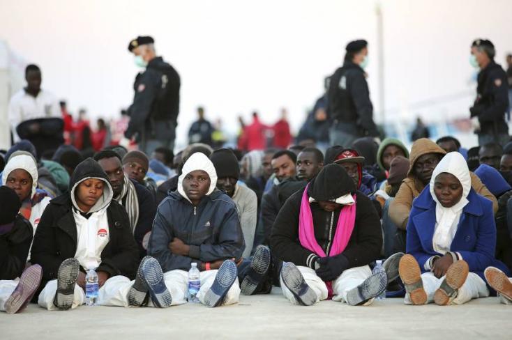 Börtönnel fenyegeti a bevándorlókat Izrael, ha nem tűnnek el