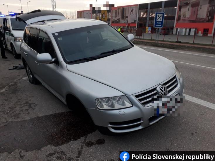 Ezzel a kocsival menekültek a szíriaiak Dunaszerdahely felé