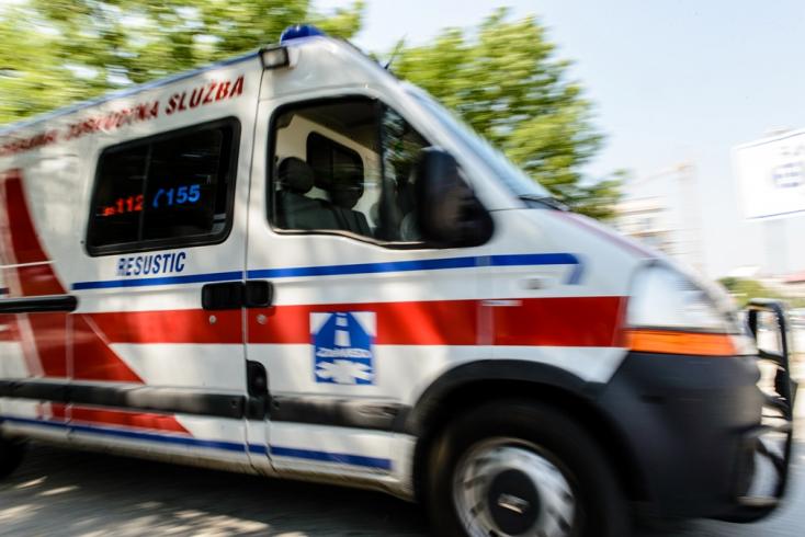 Kamaszfiút szállítottak kórházba egy folyó mellől, már nem tudták megmenteni