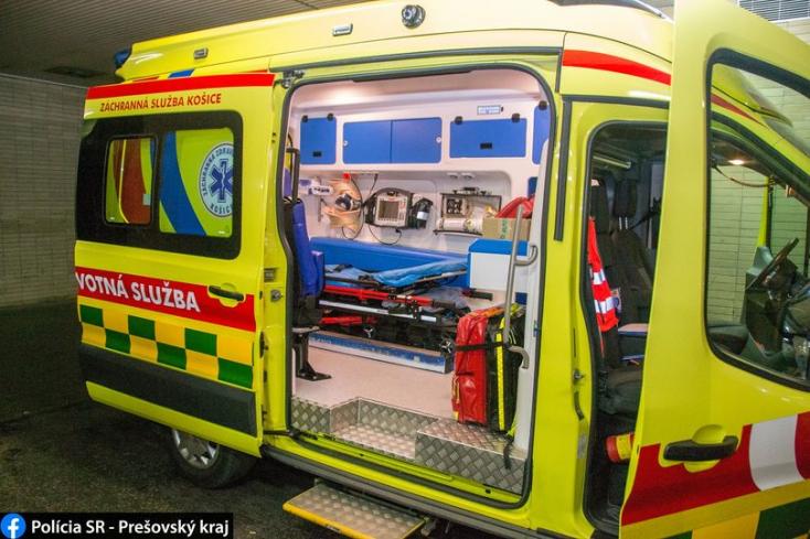 Fiatal férfit vittek be a sürgősségire, ám az dühöngeni kezdett a mentőben!