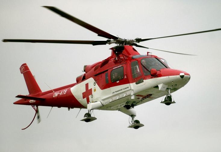 Dráma a futballpályán: újra kellett éleszteni egy labdarúgót, mentőhelikoptert riasztottak a helyszínre