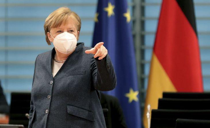 Angela Merkel megkapta az első adag oltást