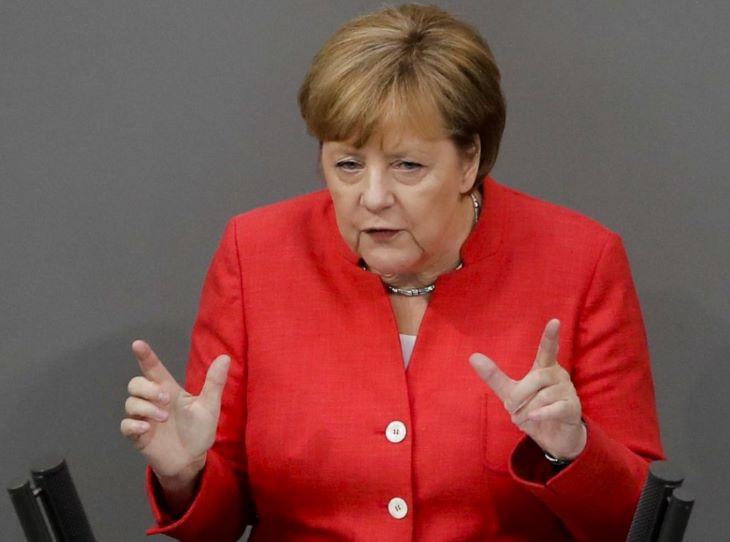 Merkel: Csak összetartással és nyílt párbeszéddel lehet megbirkózni a járvánnyal