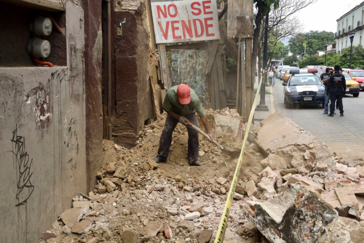 Több ezer épületben keletkeztek károk a mexikói földrengésben, nőtt az áldozatok száma