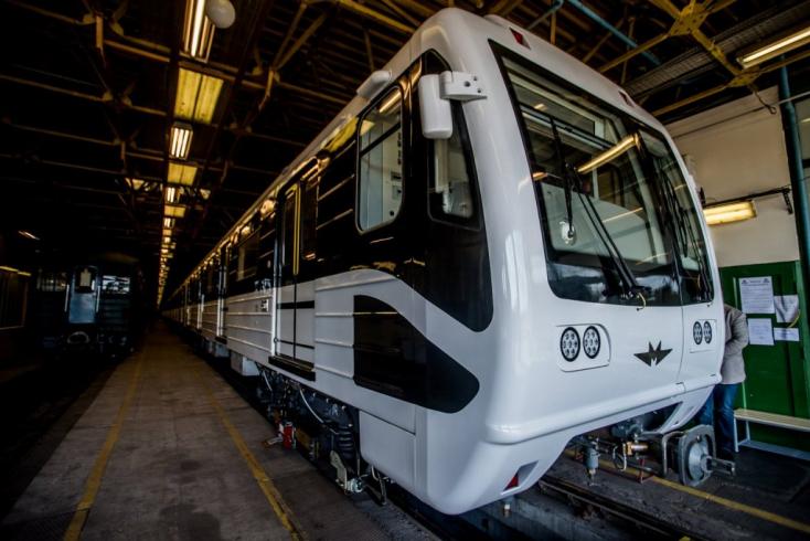 Pesten kipurcant a felújított orosz metró
