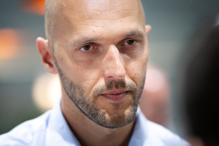 Truban feljelentést tett Mazurek ellen amiatt, amit róla és a romákról mondott