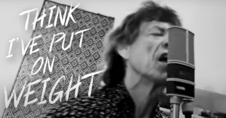 Mick Jaggert annyira feldobta, hogy vége a vesztegzárnak, hogy rögtön dalra fakadt (VIDEÓ)