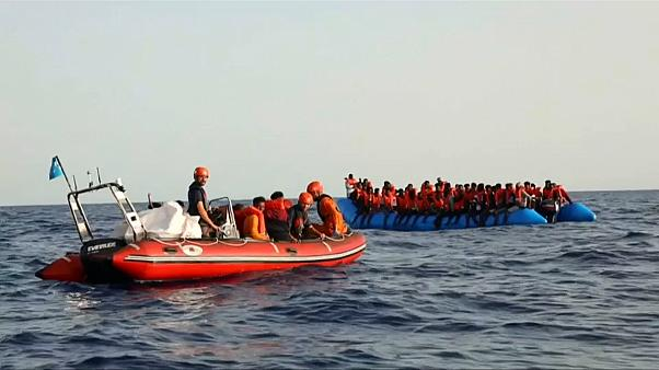 Felborult egy hajó, több mint 140 bevándorlót mentettek ki a tengerből