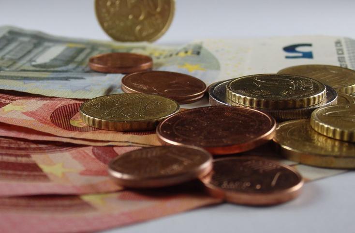 Zsarolásnak vége, a következő évben 623 euró lesz a minimálbér