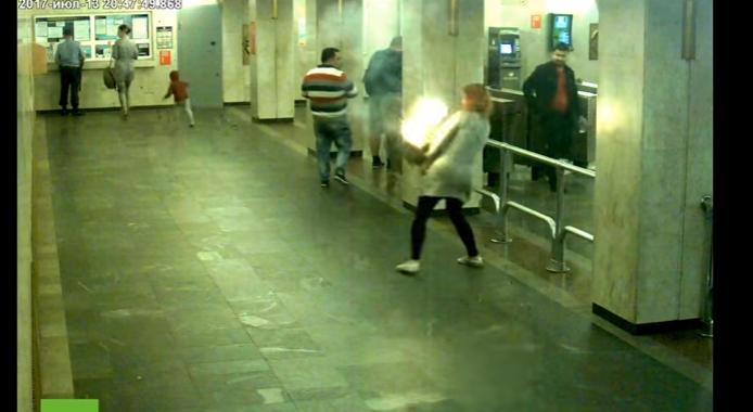 E-cigi robbant fel egy nő retiküljében (videó)