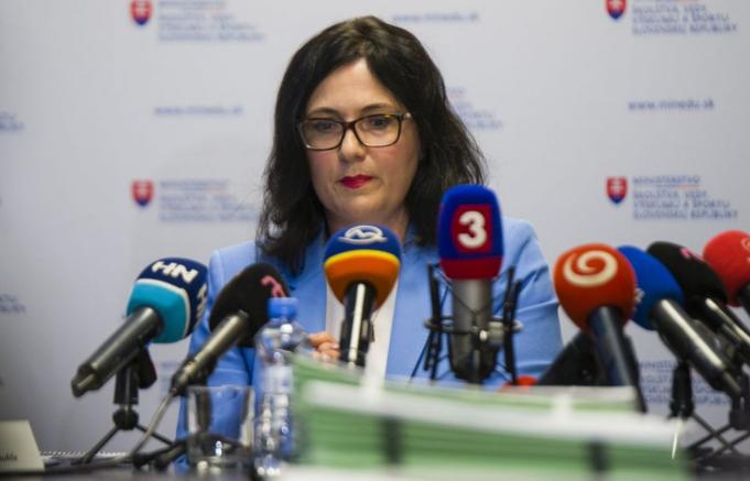 Az OĽaNO le akarja váltani az iskolaügyi minisztert