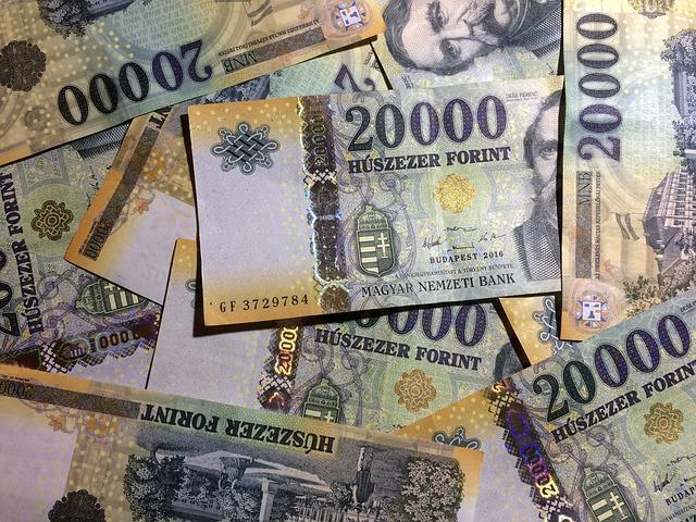 Tovább gyengülhet a forint a következő egy évben