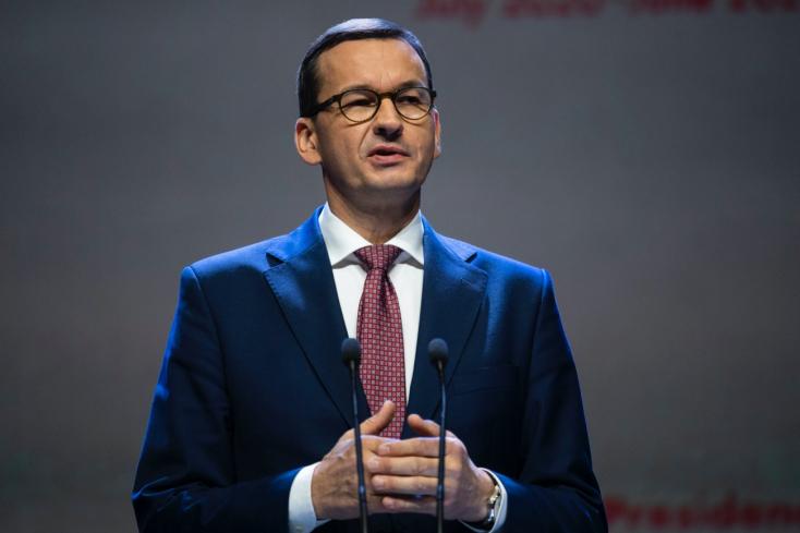 Negatív lett a lengyel kormányfő vírustesztje, de azért karanténban marad