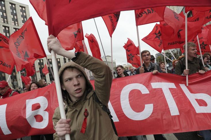 Moszkvában a kommunisták tüntetnek,tisztaválasztást követelve