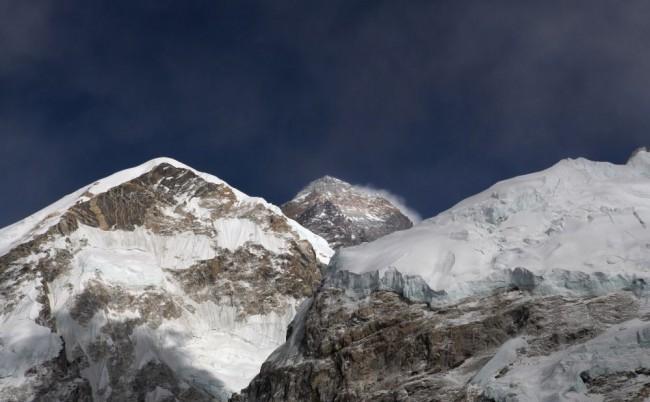 Kína idén csak keveseknek engedte megmászni a Mount Everest északi oldalát
