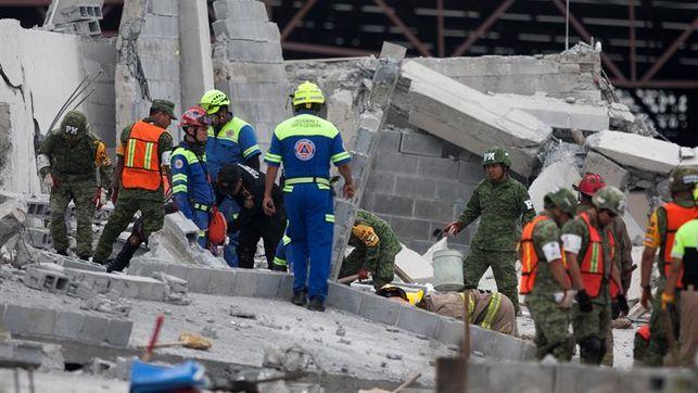 Többen meghaltak egy épülőben lévő bevásárlóközpont összeomlásakor