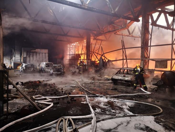 Hatalmas a tűz Nagysurányban - több mint 80 hivatásos és önkéntes tűzoltó oltja! (FOTÓK)