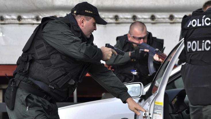 Csak a figyelmeztető lövéseket hallva volt hajlandó megállni a sofőr