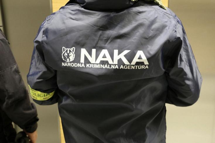 Köbölkúton tartott razziát a NAKA, két személyt őrizetbe vettek
